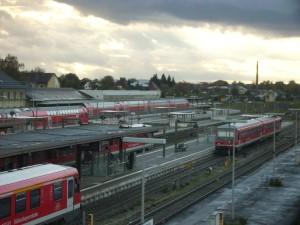 Bahnknotenpunkt Mühldorf a. Inn; 10.000 Fahrgäste zählt die Bahn hier täglich, gen München über Dorfen sind es 15.000 Pendler nach München
