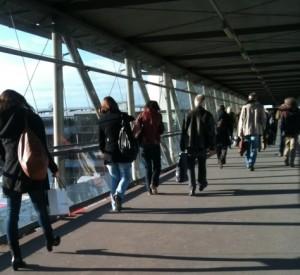 Pendler am Bahnhof Mühldorf a. Inn: Vom Zug au München weiter per Pkw ins Umland- oder Fahrrad weiter in die Stadt