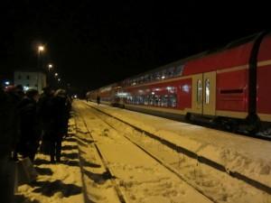 Was so ein heftiger Wintereinbruch doch bewirken kann... Plötzlich und unerwartet, wie alle Jahre wieder für die Deutsche Bahn, war für einen Zug am Bahnhof Schwindegg heute die Fahrt vorüber.